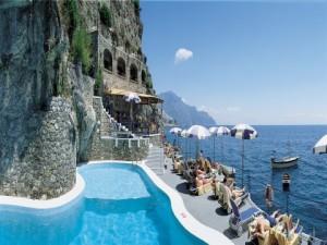 Amalfi-Resort-people-relaxing-480x360