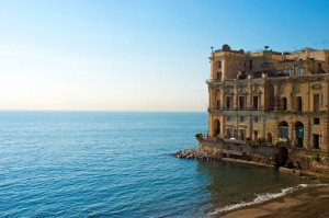 Bay-of-Naples-Traveller-23Apr13-Alamy_b_646x430